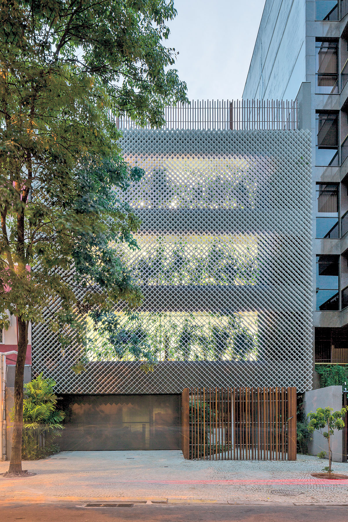 Bernardes Architecture Brings Buttoned-Down Design to ...