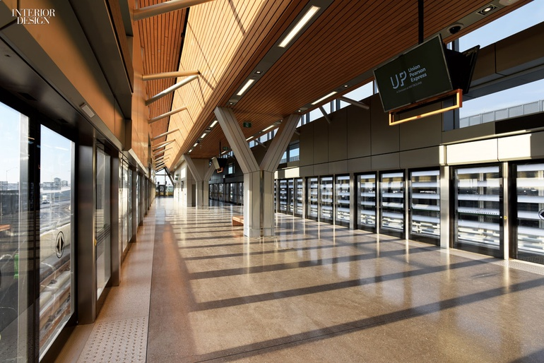 how to get from pearson to union station