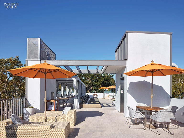Studio Antares Kicks Off Summer With A Club Pool House In L A