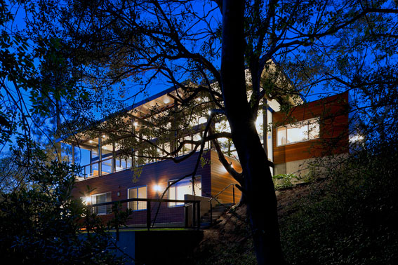 Inspired by the strict regulations in historic Brentwood, Peter Grueneisen approached the design of this massive 4,200-square-foot home with a mid-century modern sensibility and a strong focus on sustainability.