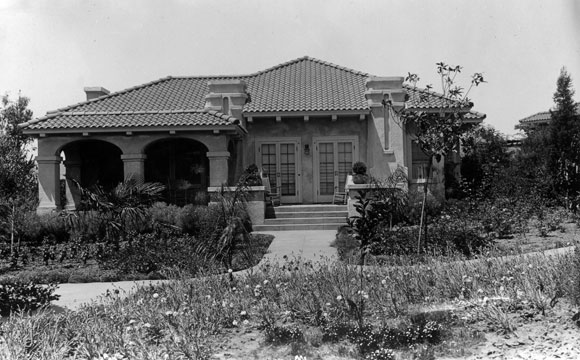 California Bungalow, ca. 1912. Photo courtesy of The Beverly Hills Hotel Collection.