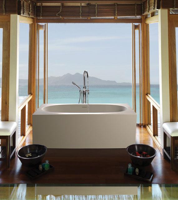 Akana freestanding tub
