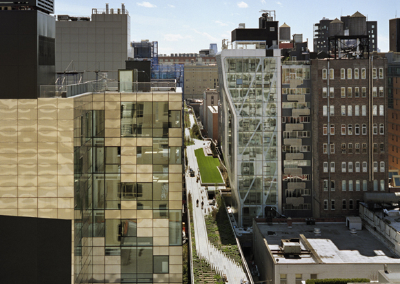 Friends of the Highline is formed in 1999.