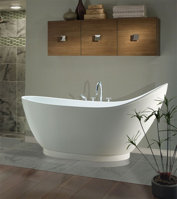 Savoy tub with pedestal base